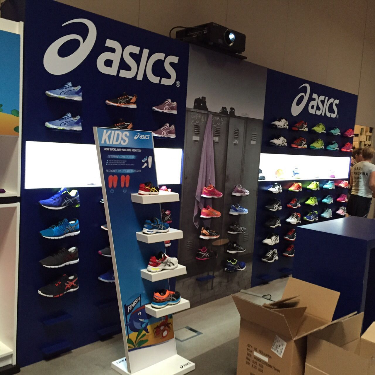 Vinilo pared Asics